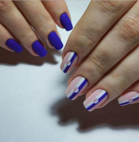 Различни дизайни на двете ръце