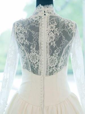 9. Сватбената рокля