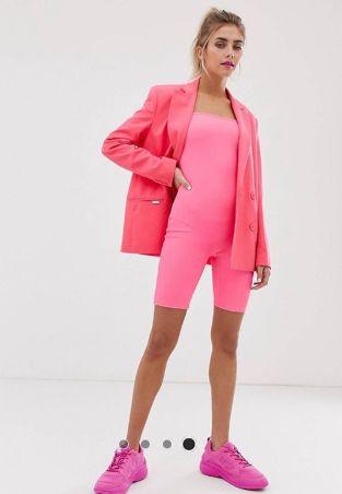 Кой би се облякъл така?