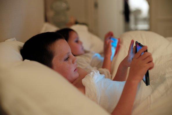 8 неща, които да направите, ако искате да обуздаете обсебването на вашето дете от технологиите