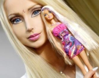 Човешкото Барби преди операциите