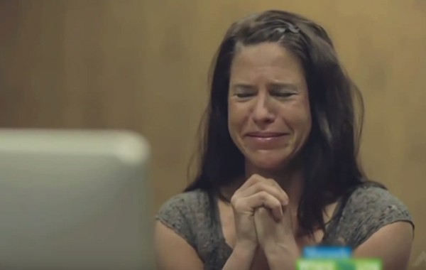"""""""Добра майка ли съм?"""": Откровено видео показва отношението на децата към майките им"""