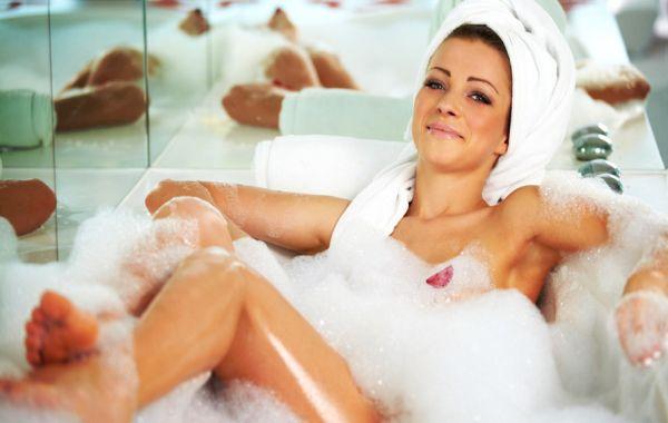 Уморена си от тренировки? Горещата вана може да изгори същите калории като тичането