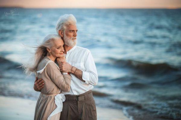 Любов завинаги: Фотограф заснема красивата любов на възрастна двойка