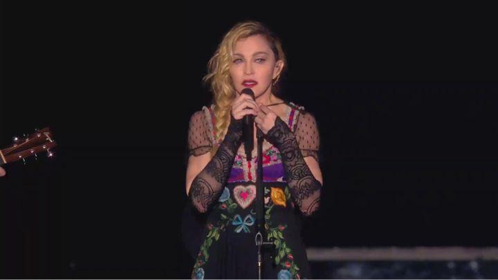 Мадона за Париж: