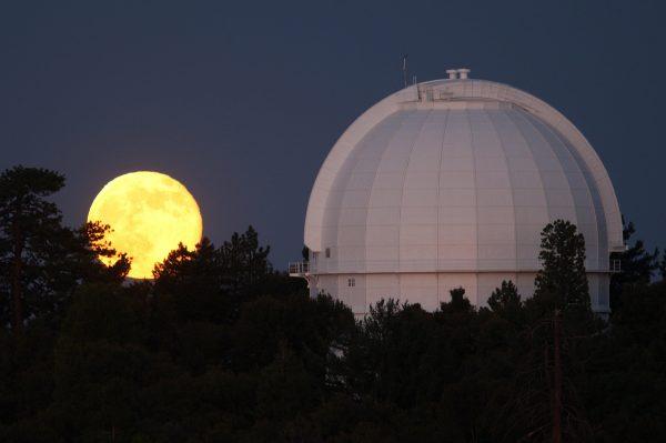 Пълнолуние в Близнаци: Наблюдаваме последната Супер Луна за 2016