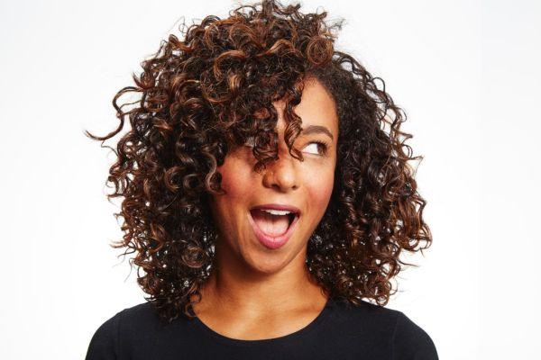 12 проблема, които всяко момиче с къдрава коса има през лятото