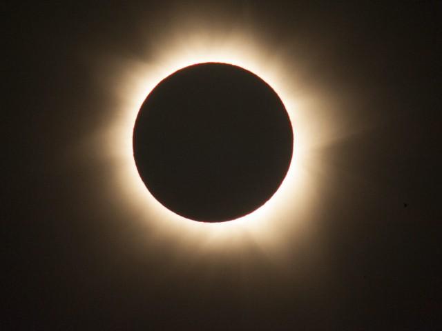 Наблюдавайте слънчевото затъмнение онлайн